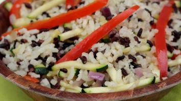 Zwarte-rijstsalade met schijfjes paprika 6